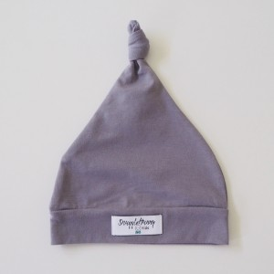 WHITE KNOTTED BEANIE - grey