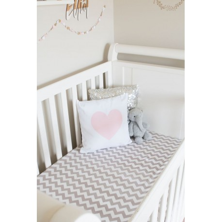 FITTED COT SHEET – Grey Chevron